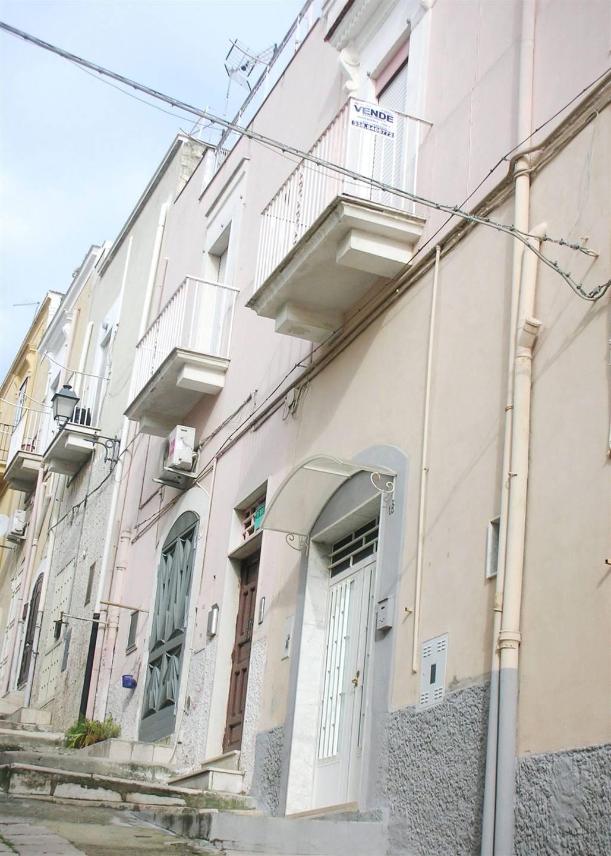 In Via Niccolò Piccinni e più precisamente una traversa di Corso Garibaldi, proponiamo la vendita di un'abitazione indipendente posta al 1° piano di