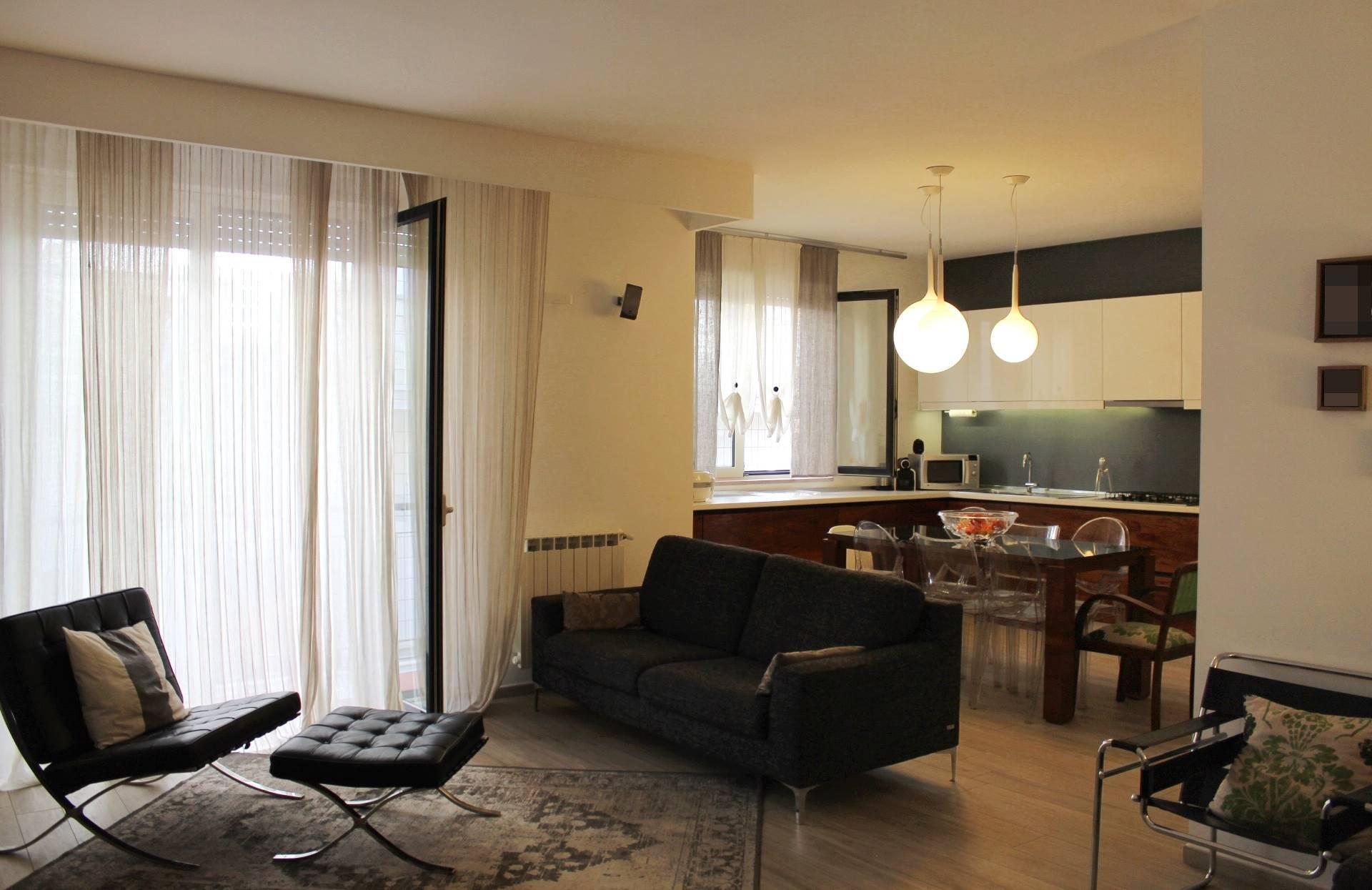 In Via Beatrice Portinari, nei pressi del polo scolastico, proponiamo la vendita di una villetta unifamiliare disposta su N.3 livelli della