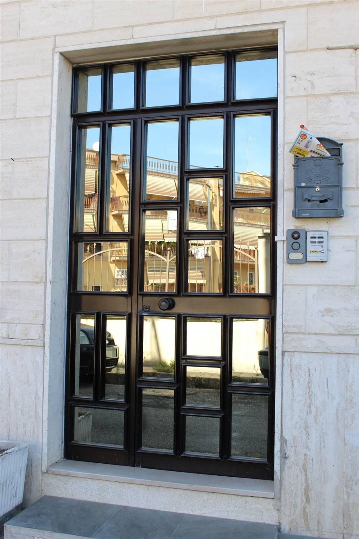 In Via Marsala, ubicato nei pressi dell'ipermercato Dok, proponiamo la vendita di un appartamento posto al 1°piano facente parte di una palazzina di