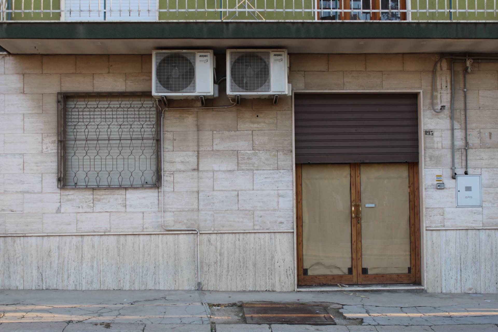 In Via Imbriani proponiamo la locazione di un locale commerciale completamente ristrutturato di complessivi Mq.85 circa. VIA IMBRIANI – CANOSA DI