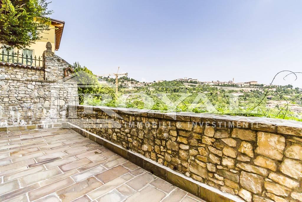 Trilocale, Zona Piscine-conca D'oro, Bergamo, ristrutturato