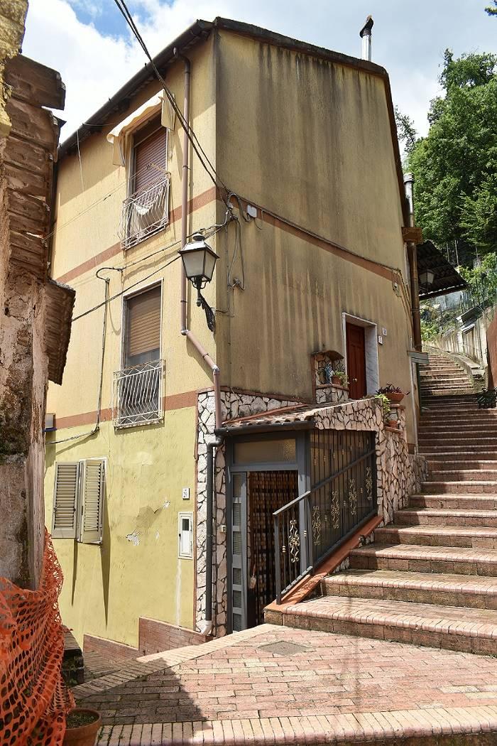 Appartamento in vendita a Giffoni Valle Piana, 3 locali, zona Zona: Vassi, Trattative riservate   CambioCasa.it