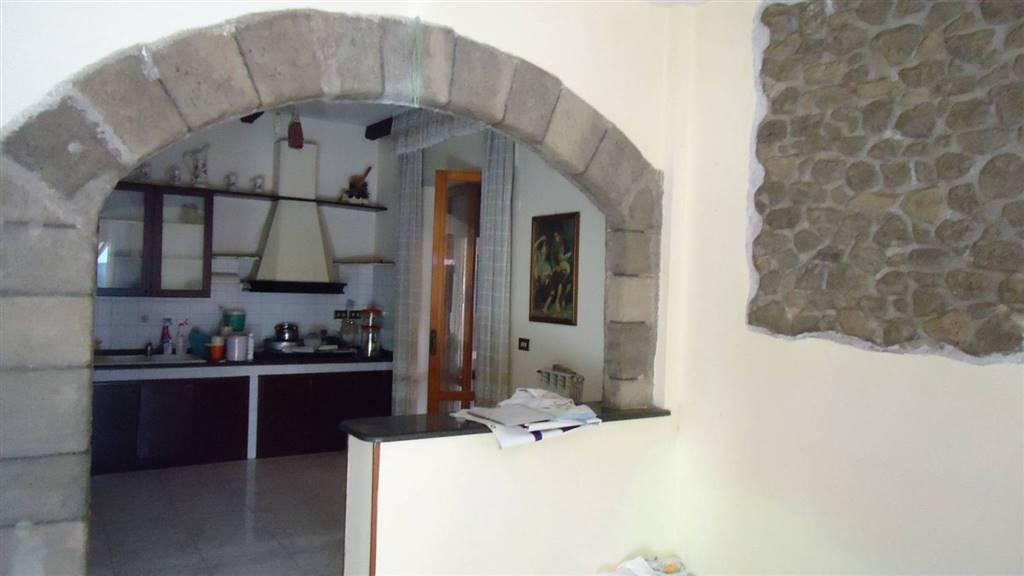 Appartamento in affitto a San Nicola la Strada, 5 locali, prezzo € 850 | CambioCasa.it