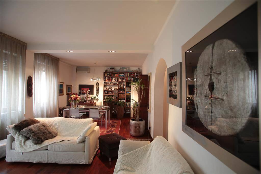 PORTA A PRATO, FIRENZE, Appartement des vendre de 140 Mq, Restauré, Chauffage Centralisé, Classe Énergétique: G, par terre 2° sur 5, composé par: 5