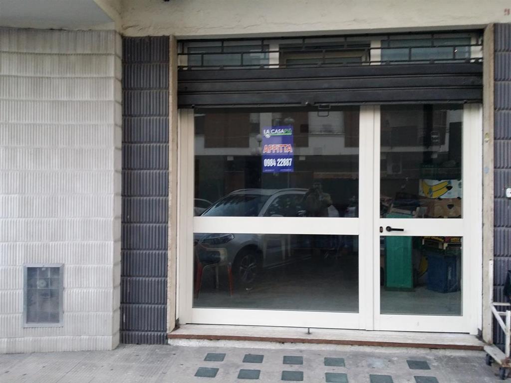 Negozio / Locale in affitto a Rende, 1 locali, prezzo € 600   CambioCasa.it