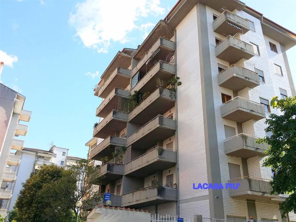 Appartamento in Via E. Giannuzzi, Via Panebianco, Cosenza