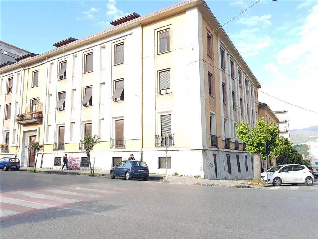 Appartamento in Via R. Misasi  20, Via Roma, Cosenza