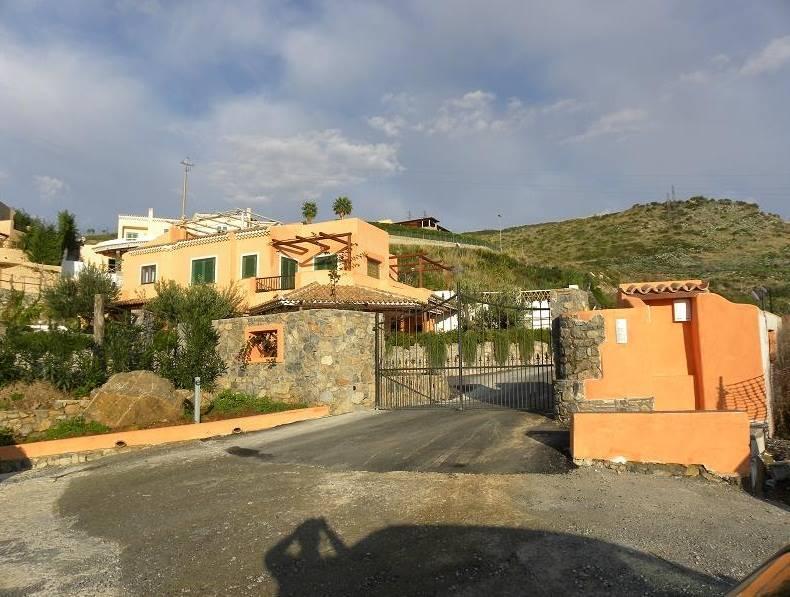 Villa in vendita a Diamante, 8 locali, zona Zona: Cirella, prezzo € 285.000 | CambioCasa.it