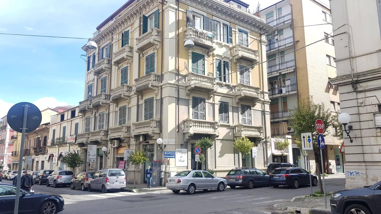 Appartamento in affitto a Cosenza, 4 locali, zona Località: VIA MONTESANTO, prezzo € 500   CambioCasa.it