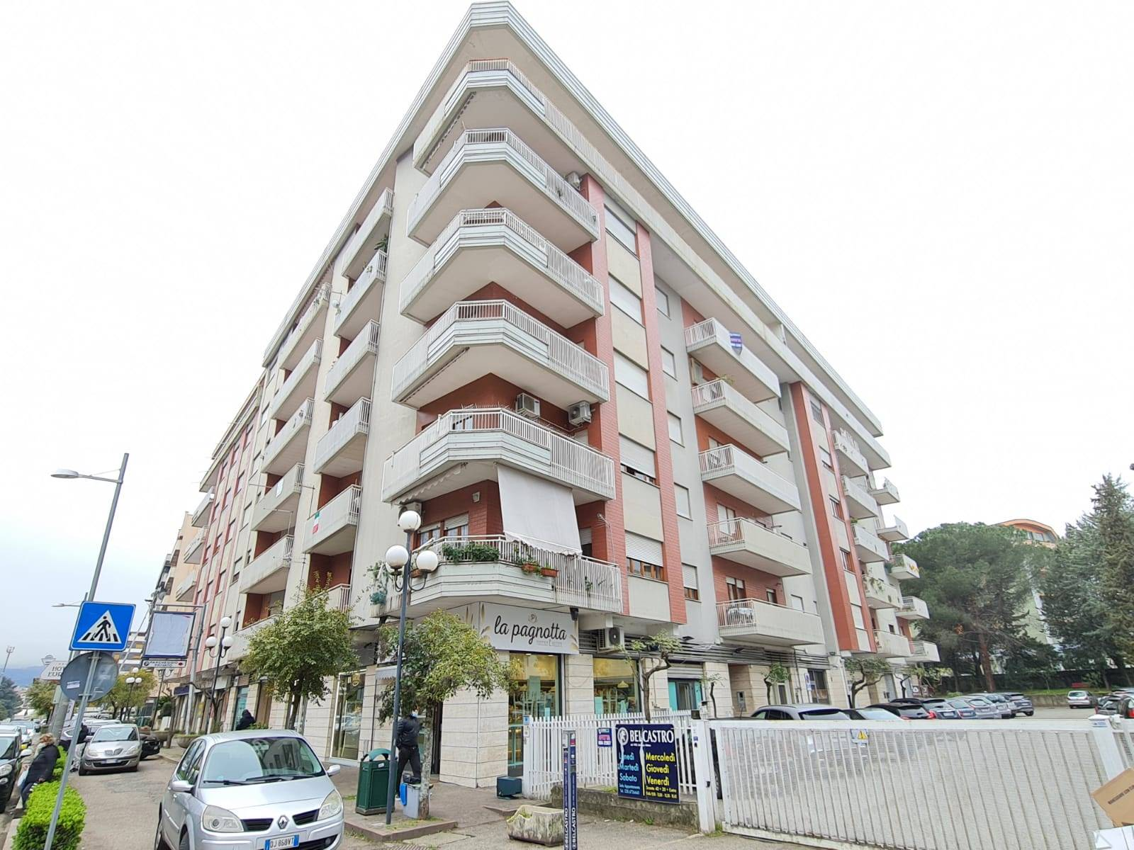 Appartamento in affitto a Rende, 6 locali, zona Zona: Roges, prezzo € 500   CambioCasa.it