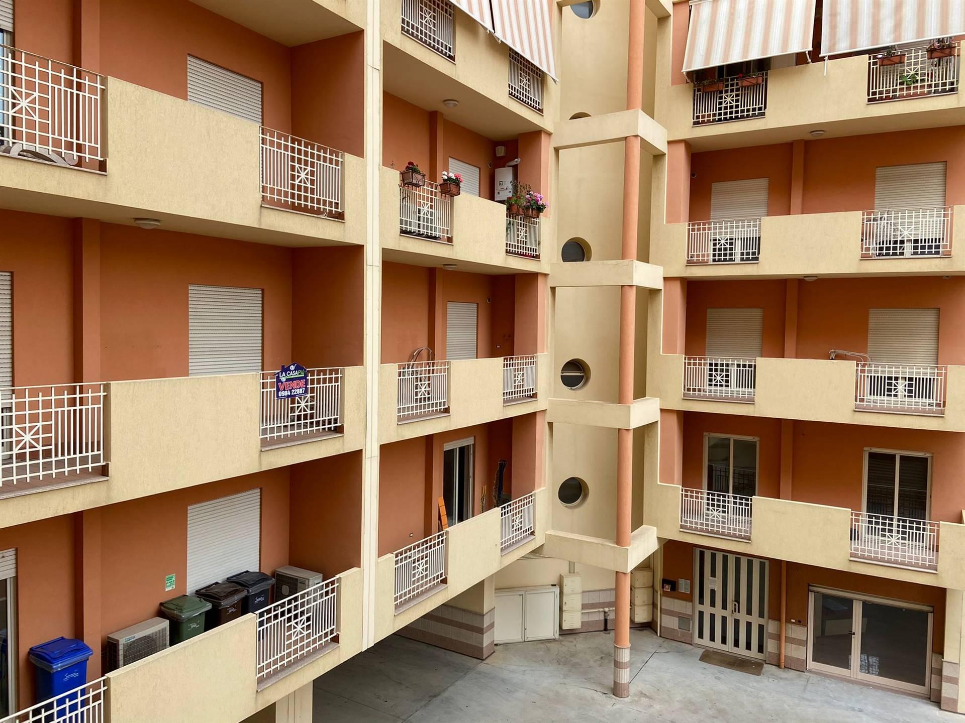 Appartamento in vendita a Reggio Calabria, 6 locali, zona Località: MODENA, prezzo € 108.000 | CambioCasa.it