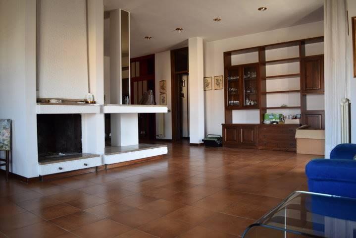 Appartamento in vendita a Quarrata, 6 locali, prezzo € 218.000 | CambioCasa.it