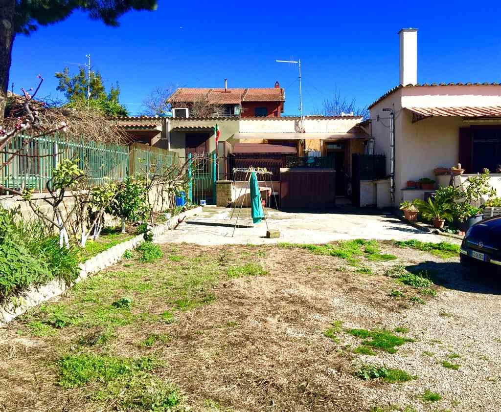 Appartamento in vendita a Civitavecchia, 2 locali, prezzo € 90.000   CambioCasa.it