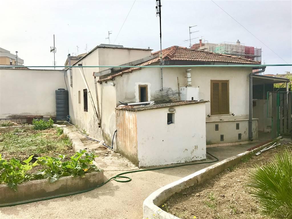 Trilocale in Via Pietro Pardi, Civitavecchia