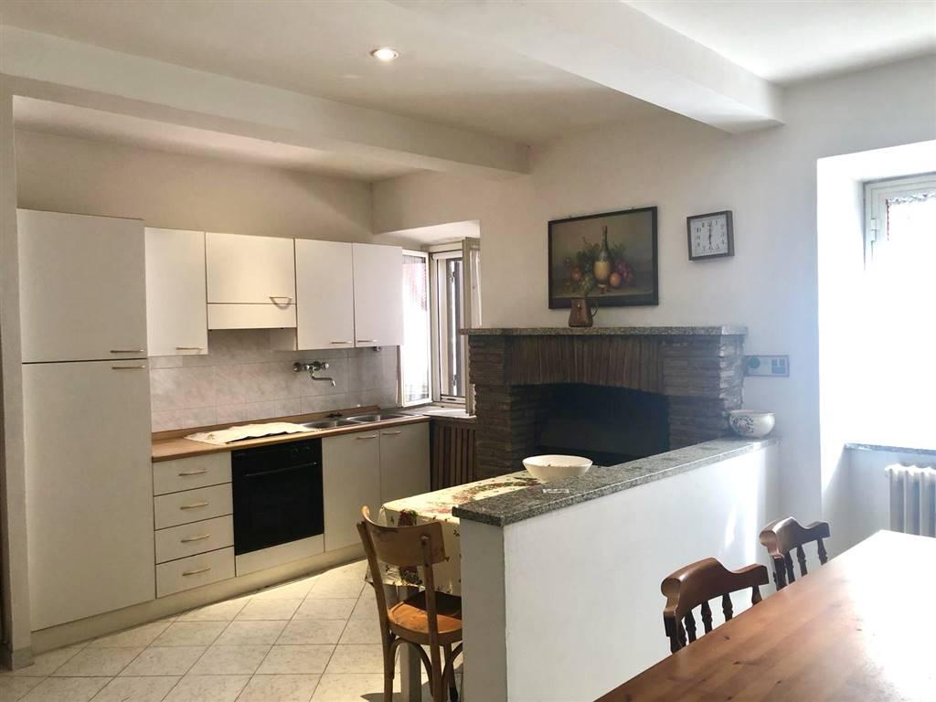 Appartamento in vendita a Tolfa, 4 locali, prezzo € 85.000 | CambioCasa.it