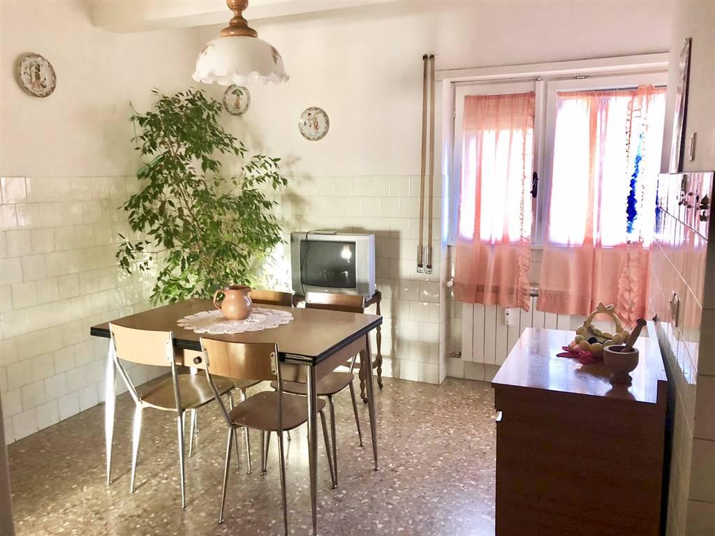 Appartamento in vendita a Civitavecchia, 5 locali, prezzo € 139.000 | CambioCasa.it