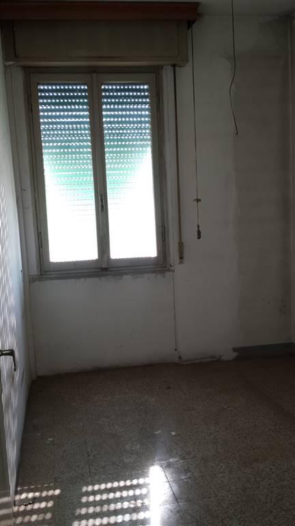 Quadrilocale, Zarini, Prato, da ristrutturare