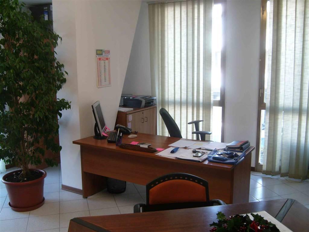 Ufficio, Valentini, Prato, in ottime condizioni