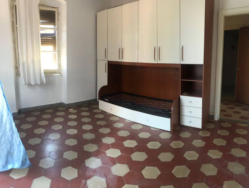 Rif 3173 - PIANA BATTOLLA - Proponiamo bilocale posto all'ultimo piano. L'immobile si compone da ingresso in cucina abitabile, camera matrimoniale