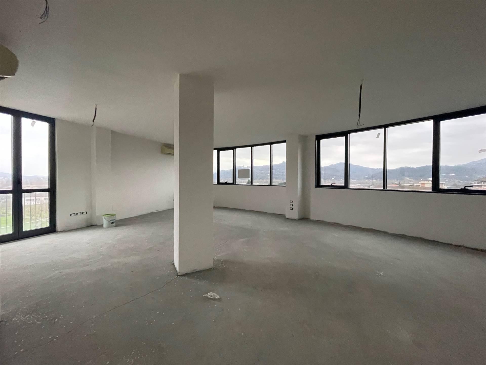 Ufficio / Studio in vendita a Bolano, 4 locali, zona Zona: Ceparana, prezzo € 90.000 | CambioCasa.it