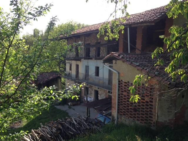 Rustico / Casale in vendita a Chiaverano, 12 locali, prezzo € 65.000 | CambioCasa.it