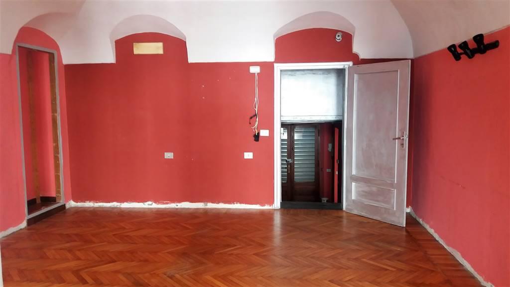 Negozio / Locale in affitto a Ivrea, 2 locali, prezzo € 500   CambioCasa.it