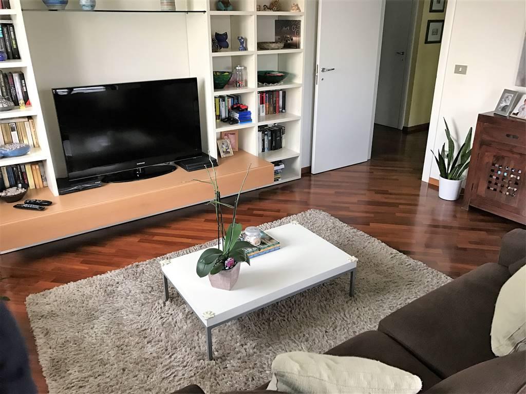 Appartamento in vendita a Ivrea, 5 locali, zona Località: IVREA, prezzo € 235.000 | CambioCasa.it