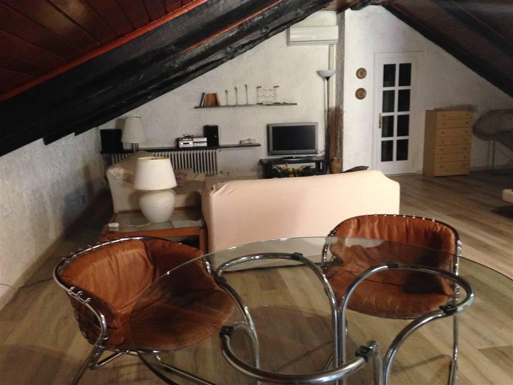 Appartamento in affitto a Ivrea, 2 locali, prezzo € 750 | CambioCasa.it