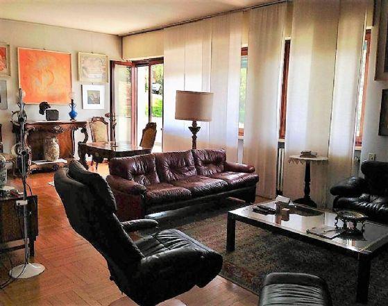 Appartamento in vendita a Ivrea, 8 locali, prezzo € 275.000 | CambioCasa.it