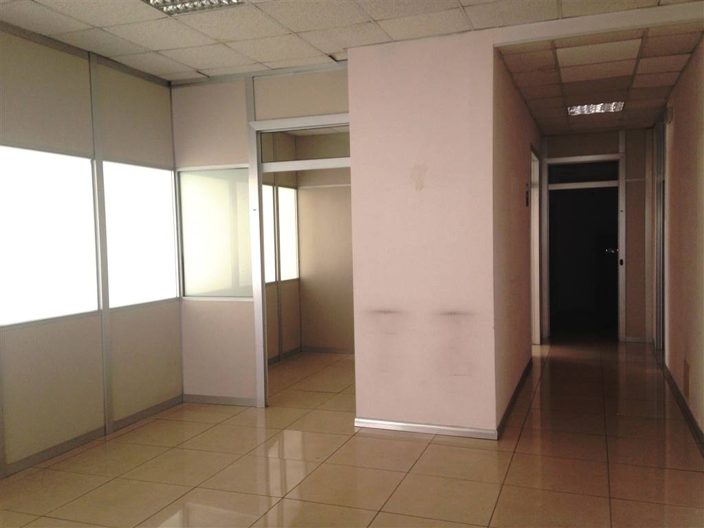 Ufficio / Studio in affitto a Ivrea, 5 locali, zona Località: IVREA, prezzo € 1.800 | CambioCasa.it
