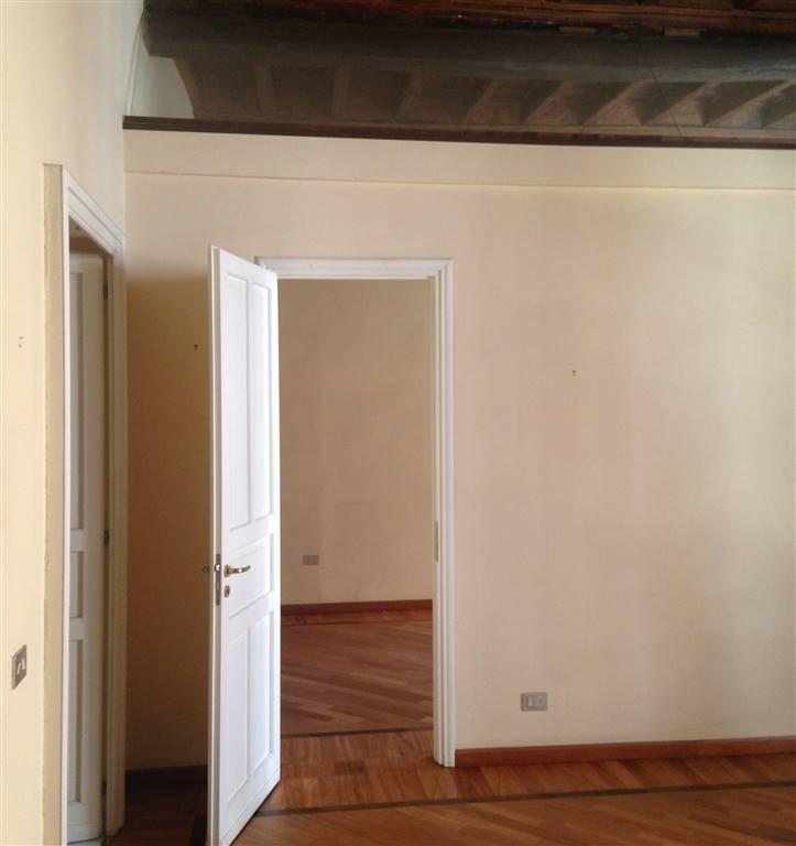 Ufficio / Studio in affitto a Ivrea, 5 locali, prezzo € 1.100 | CambioCasa.it