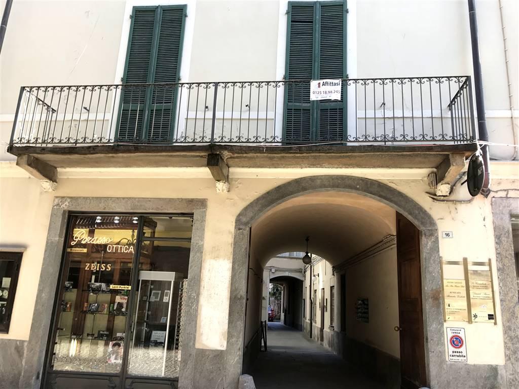 Ufficio / Studio in affitto a Ivrea, 5 locali, zona Località: CENTRO STORICO, prezzo € 950 | PortaleAgenzieImmobiliari.it