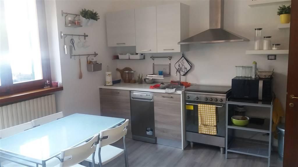 Soluzione Semindipendente in affitto a Ivrea, 7 locali, prezzo € 580 | CambioCasa.it