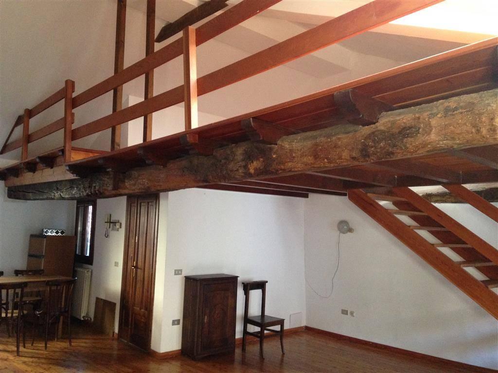 Appartamento in affitto a Ivrea, 1 locali, zona Località: IVREA, prezzo € 280 | CambioCasa.it