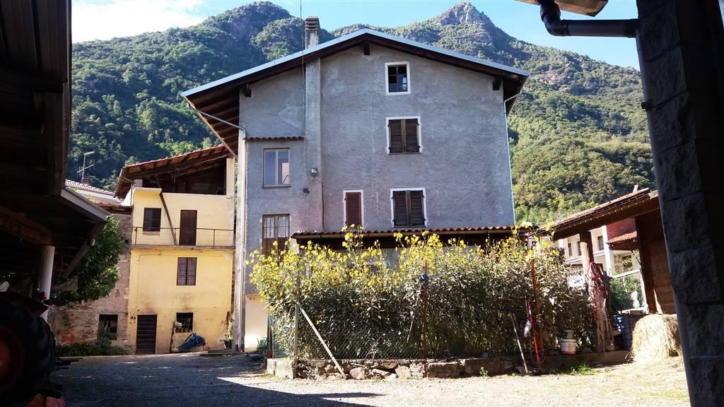 Soluzione Indipendente in vendita a Borgofranco d'Ivrea, 11 locali, zona Località: BAIO DORA, prezzo € 150.000   PortaleAgenzieImmobiliari.it
