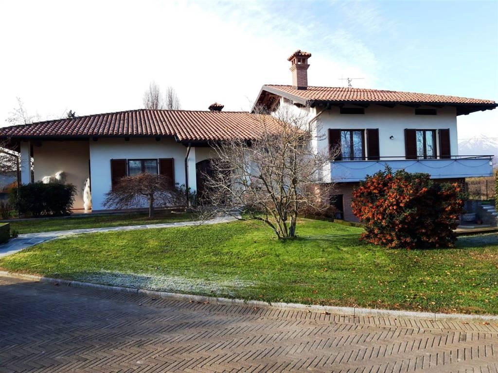 Villa in vendita a Mercenasco, 9 locali, Trattative riservate | CambioCasa.it