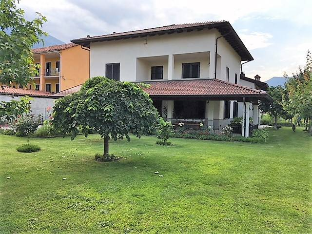 Villa in vendita a Borgofranco d'Ivrea, 7 locali, prezzo € 339.000 | CambioCasa.it