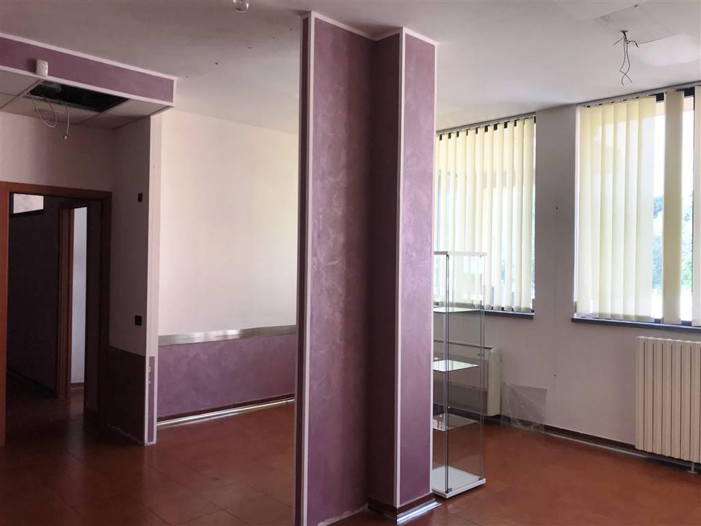 Ufficio / Studio in affitto a Ivrea, 6 locali, prezzo € 1.500 | PortaleAgenzieImmobiliari.it