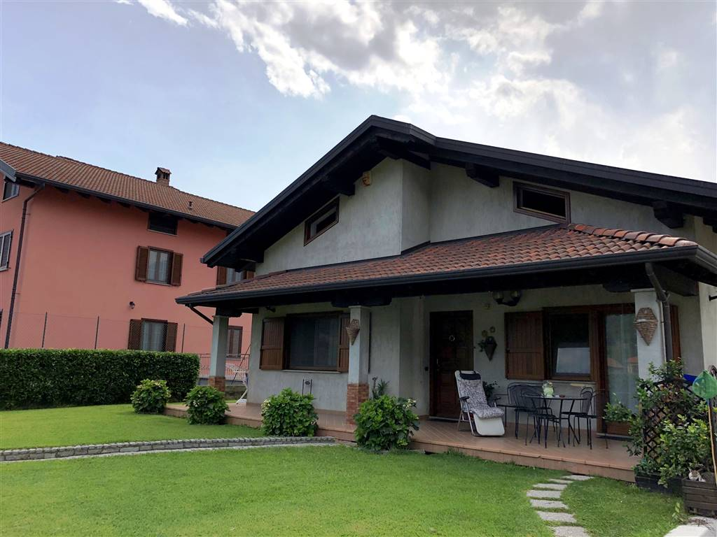 Villa in vendita a Borgofranco d'Ivrea, 6 locali, prezzo € 250.000   PortaleAgenzieImmobiliari.it