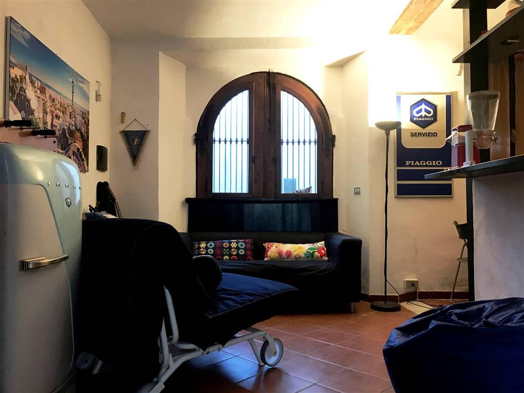 Appartamento in affitto a Ivrea, 2 locali, zona Località: CENTRO STORICO, prezzo € 350 | PortaleAgenzieImmobiliari.it