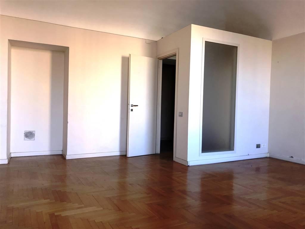 Ufficio / Studio in affitto a Ivrea, 3 locali, zona Località: CENTRO STORICO, prezzo € 800 | PortaleAgenzieImmobiliari.it