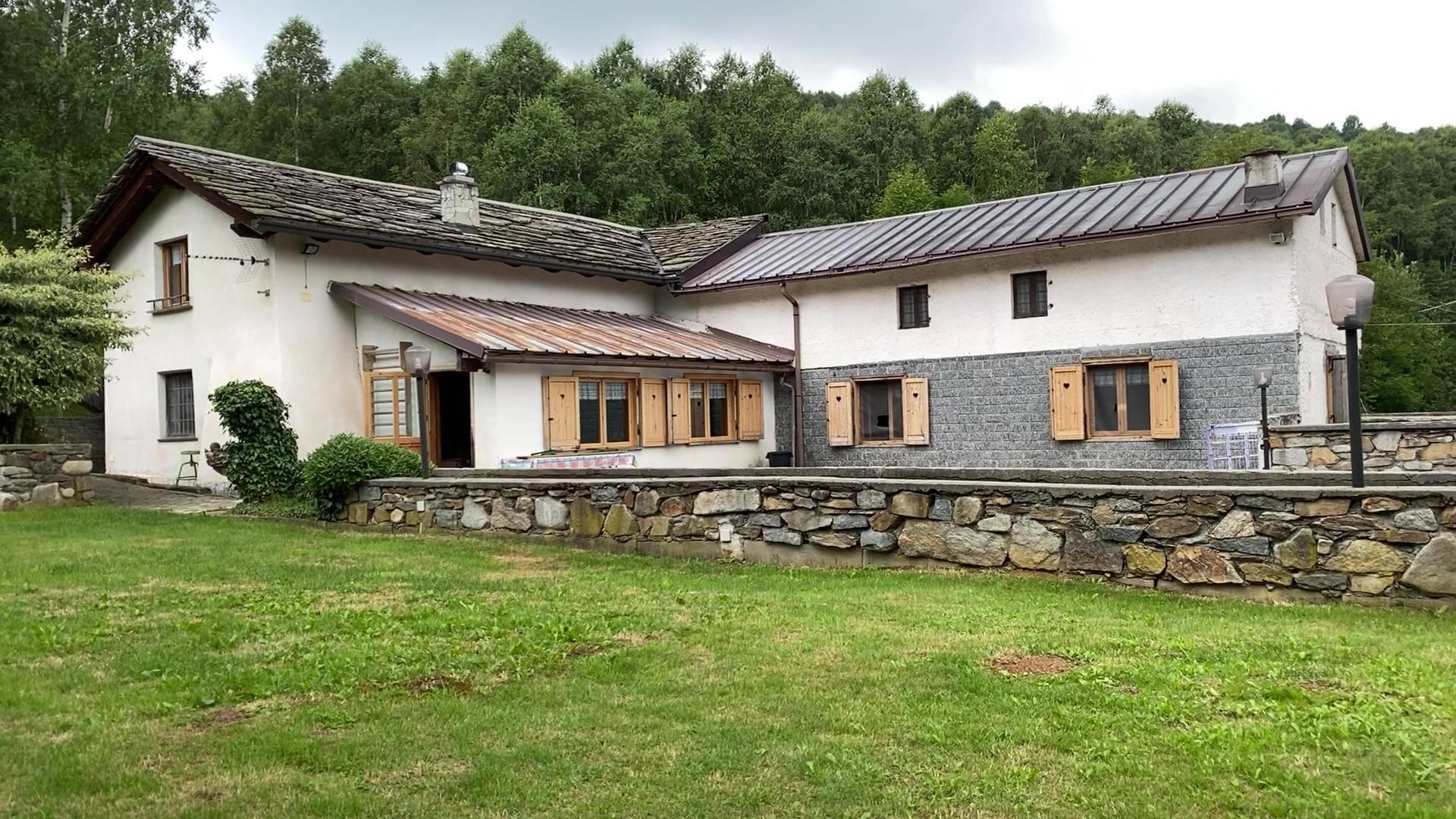 Rustico / Casale in vendita a Rueglio, 14 locali, prezzo € 160.000   PortaleAgenzieImmobiliari.it
