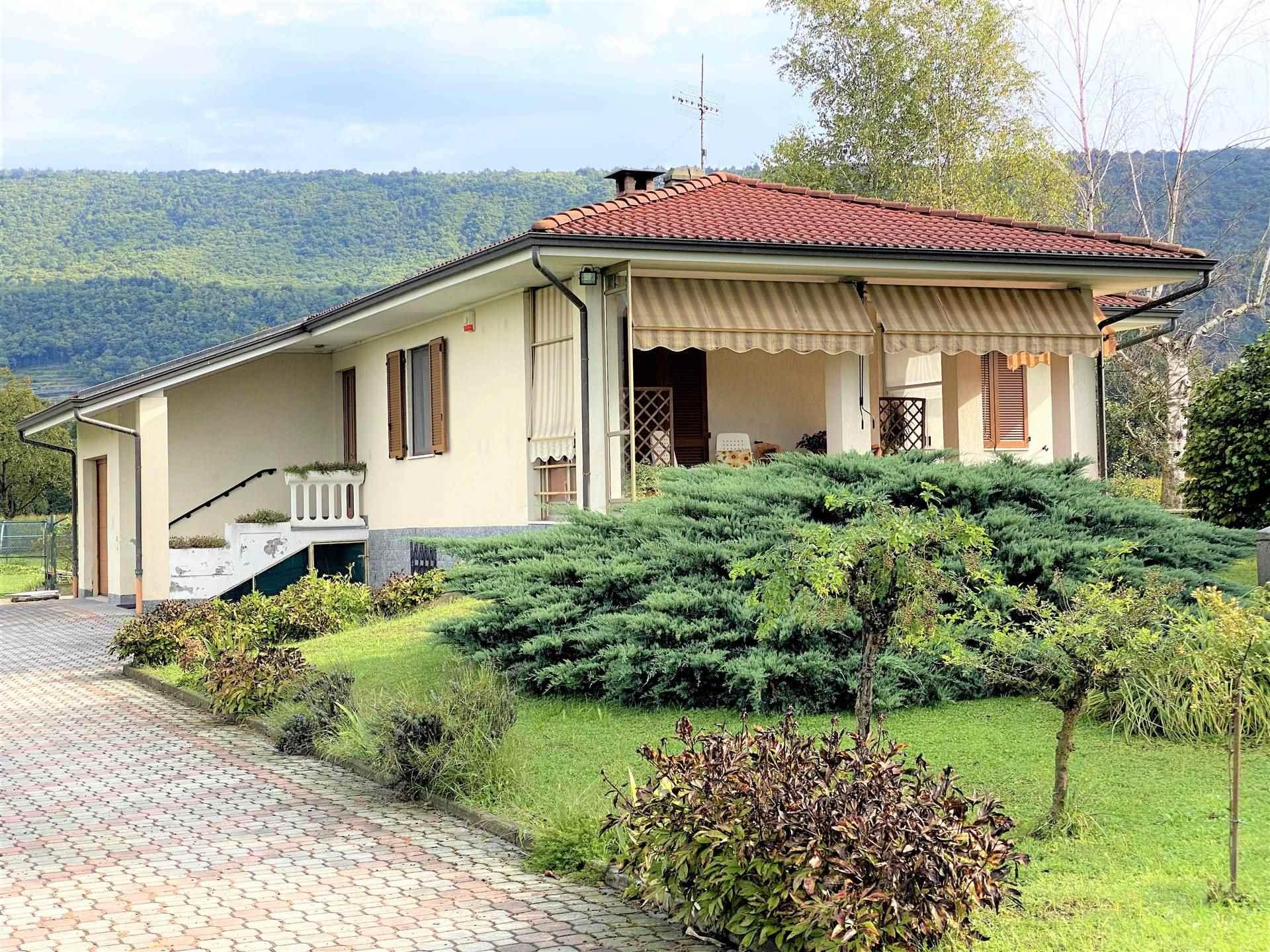 Villa in vendita a Burolo, 6 locali, prezzo € 240.000 | CambioCasa.it
