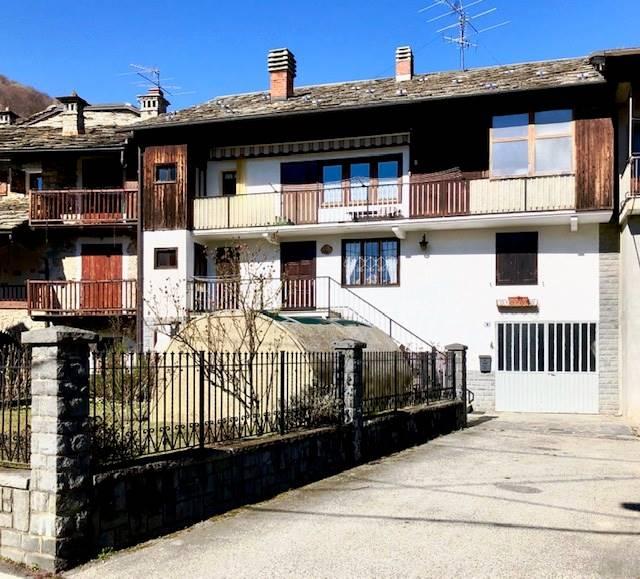 Villa Bifamiliare in vendita a Trausella, 9 locali, prezzo € 90.000 | CambioCasa.it