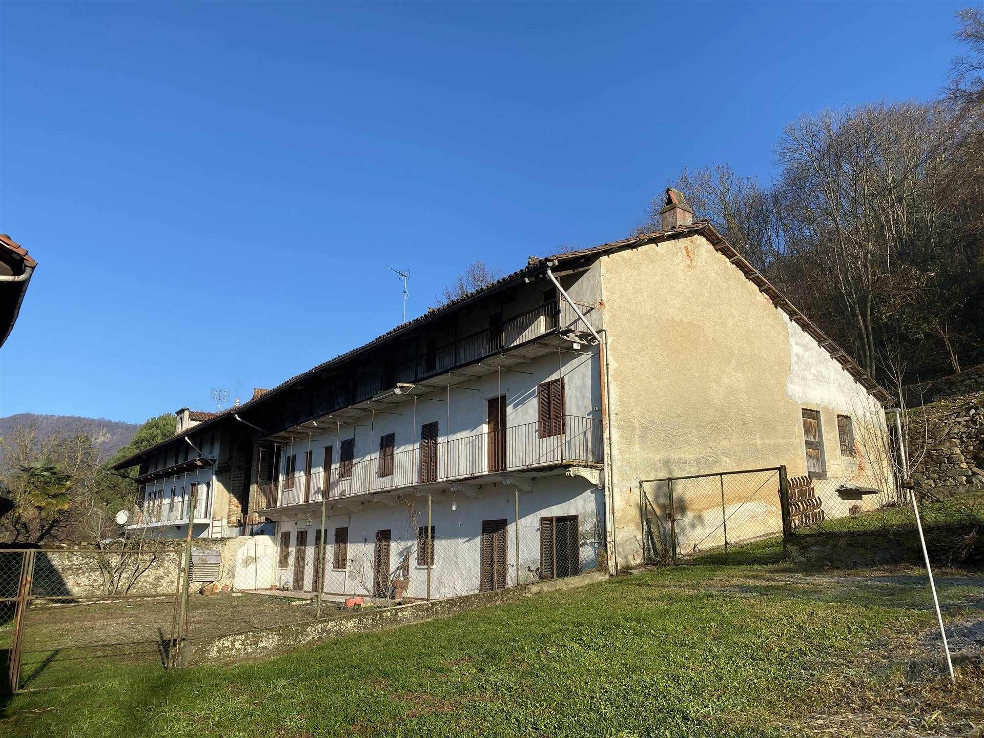 Rustico / Casale in vendita a Palazzo Canavese, 9 locali, prezzo € 120.000 | PortaleAgenzieImmobiliari.it