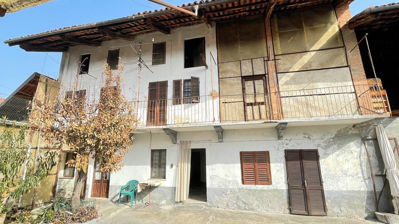 Rustico / Casale in vendita a Albiano d'Ivrea, 8 locali, prezzo € 45.000 | PortaleAgenzieImmobiliari.it