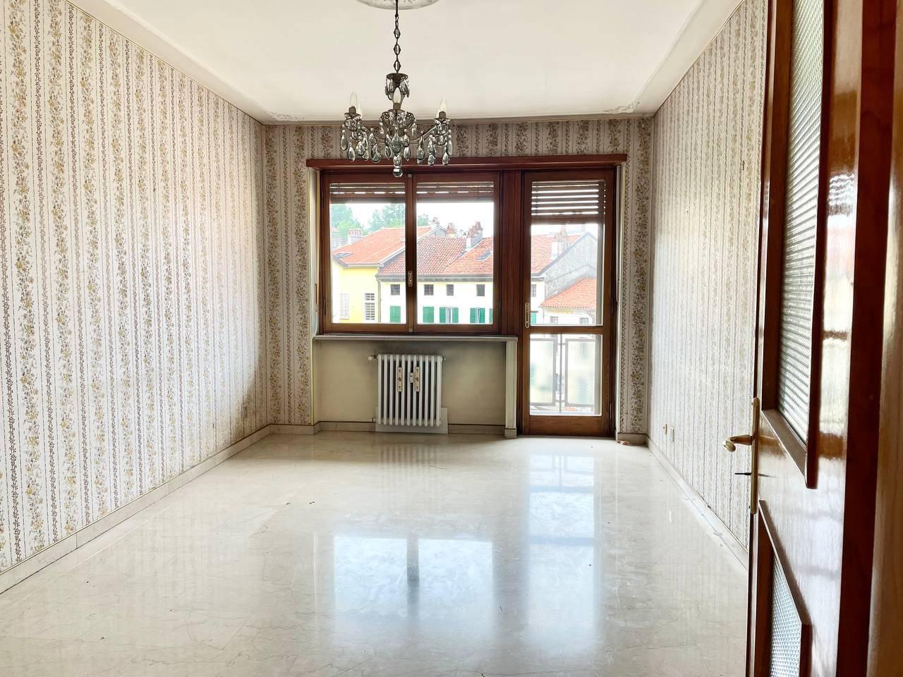 Appartamento in vendita a Ivrea, 5 locali, prezzo € 109.000 | PortaleAgenzieImmobiliari.it