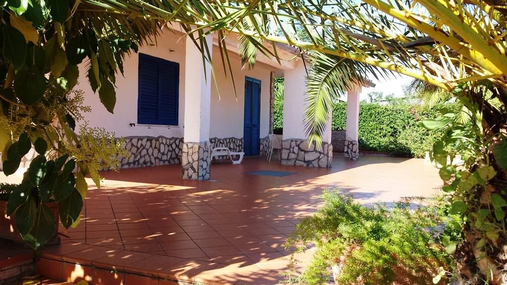 Villa in Viale Dell'erica, Baia Domizia, Cellole