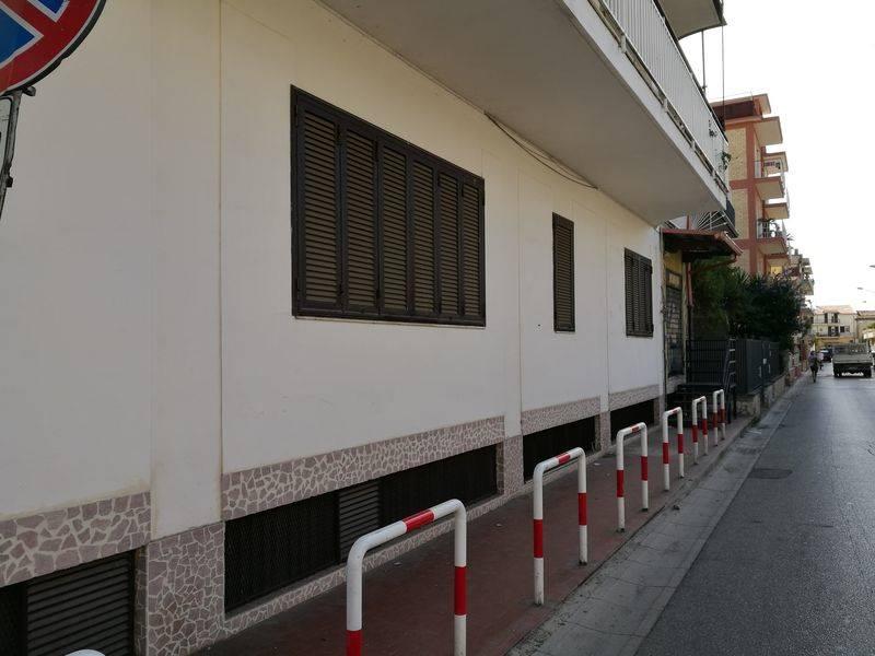 Attività / Licenza in affitto a San Nicola la Strada, 9999 locali, prezzo € 1.900 | CambioCasa.it