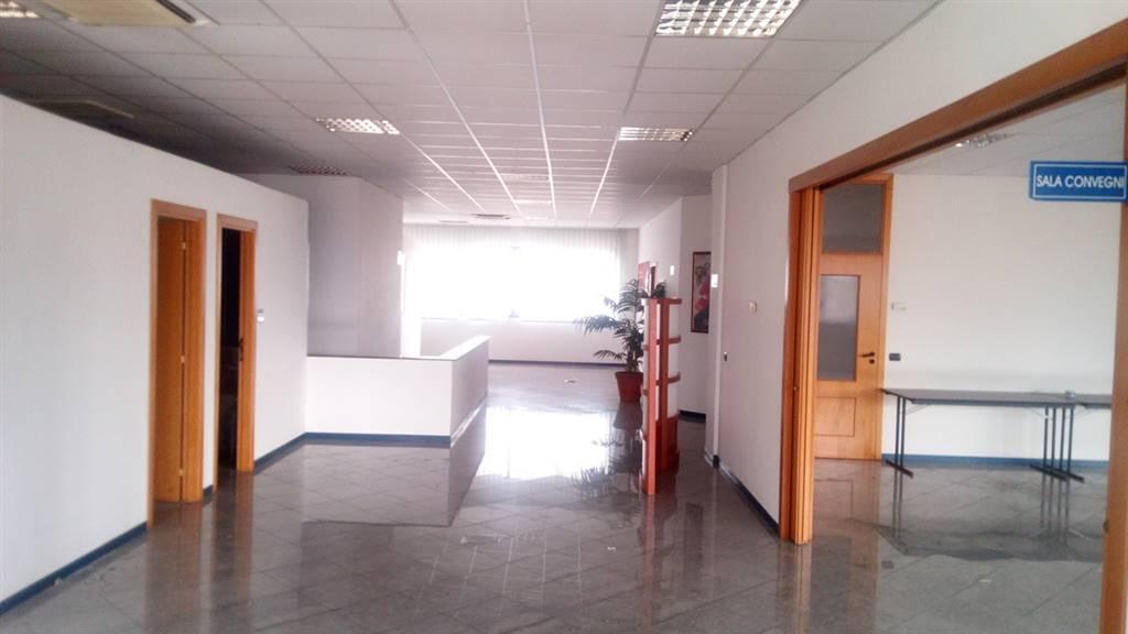 Attività / Licenza in affitto a Vitulazio, 8 locali, prezzo € 4.000 | CambioCasa.it